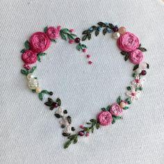 * * * ハートのリース を ピンクの薔薇 で デザインしました。 * *パールやインカローズ、シャンパンクォーツ、ガーネットなど、散りばめて。 * * * * * * * * #blooms #embroidery#刺繍 #DMCembroidery #embroideryart #花輪#手芸 #interior #em_hm #インテリア#花 #花畑 #作り手#デコレーション #ジュエル刺繍 #ピンク #atelierao #ao303 #キレイ#자수#stickerei #flowerdesign #手刺繍 #リース #パール #ハート #heartshape #pink#broderie#вышивка