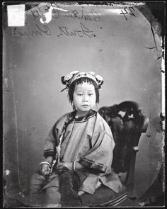 """espill: """" wocinsolidarity: """" matteoricci: """" John Thomson: Chinese Women, John Thomson was a pioneering Scottish photographer who, after traveling through various parts of Asia,. Vintage Pictures, Old Pictures, Old Photos, Time Pictures, China People, Photographs Of People, Ancient China, Ancient Greek, Korea"""