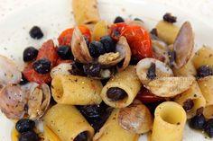 i sapori del mediterraneo: Pasta ai ceci neri di Pomarico e vongole veraci