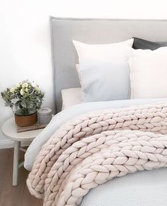 Chunky knit merino throw | @the_stables More