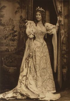 Fancy Dress the Duchess of Devonshire's Diamond Jubilee Ball The Duchess of Portland as the Duchess of Savoy; one of the 200 guests in fancy dress at the the Duchess of Devonshire's Diamond Jubilee Costume Ball, Belle Epoque, 1890s Fashion, Victorian Fashion, Vintage Fashion, Vestidos Vintage, Vintage Dresses, Vintage Outfits, Historical Costume, Historical Clothing