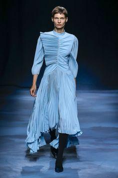 1bc4fadce5 Givenchy Spring 2019 Ready-to-Wear Collection - Vogue Primavera Verão,  Sapatos,