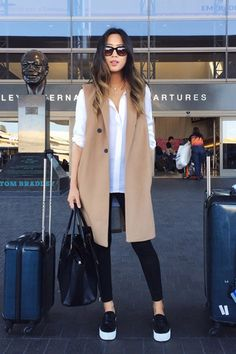 Airport outfit // Song of Style Song Of Style Instagram, Instagram Outfits, Instagram Fashion, Mode Outfits, Winter Outfits, Casual Outfits, Fashion Outfits, Travel Outfits, Pink Blazer Outfits