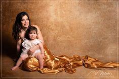 Shooting Maman et moi sur fond doré dans le Val-de-Marne pour une jolie séance tout en douceur ! Disney Characters, Fictional Characters, Studio, Disney Princess, Gold Background, Baby Arrival, Gentleness, Mom, Baby Born