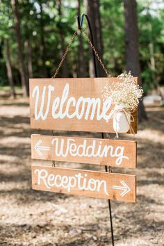 Wood Welcome Sign With Baby's Breath