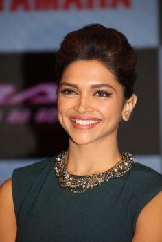 Deepika Padukone Makeup, Whatsapp Mobile Number, Vintage Bollywood, Modern Man, Hair Beauty, Beauty Stuff, Bellisima, Bollywood Actress, Yamaha