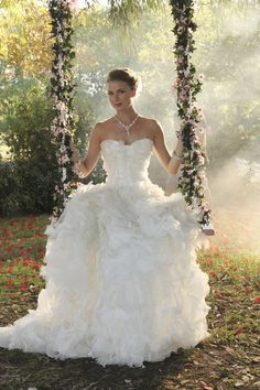 Brides: The Revenge Wedding Finally Happened! Let's Discuss Emily Thorne's Gorgeous Dress