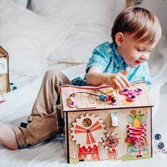 Domek manipulacyjny Tablica manipulacyjna tablica sensoryczna sorter buzy board activity board domek Montessori rozwój motoryki rozwój sensoryki rozwój logiki dziecka domek edukacyjny super pomysł na prezent Cause And Effect Relationship, All European Countries, Modern Toys, Toy House, Busy Board, New Toys, Montessori, Inventions, Best Gifts