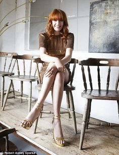 Florence Welch media gallery on Coolspotters. See photos, videos, and links of Florence Welch. Florence Welch Style, Bronze Dress, Florence The Machines, What To Wear Today, Female Singers, Girl Crushes, Beautiful People, Clothes For Women, Lady