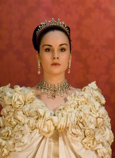 Michelle Dockery in Pygmalion in 2008... future Lady Mary bride?