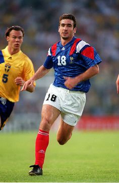 Sweden 1 France 1 in 1992 in Stockholm. Eric Cantona is persued by Joachim Bjorkland in Group A at Euro Retro Football Shirts, Vintage Football, World Football, Football Soccer, Eric Cantona, Soccer Socks, France 1, European Championships, Football Players
