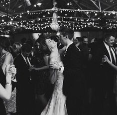 Repertuar na pierwszy taniec Valuable advice on the first dance at the wedding from PUZZLE COVER BAND Wedding Goals, Wedding Pictures, Wedding Planning, Candid Wedding Photos, Perfect Wedding, Dream Wedding, Wedding Day, Farm Wedding, Wedding Couples