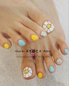 Pin by edith gonzalez on pies nail designs pedicure nails toe cute feet Pretty Toe Nails, Cute Toe Nails, Fancy Nails, Nice Nails, Toe Nail Color, Toe Nail Art, Nail Colors, Feet Nail Design, Toe Nail Designs