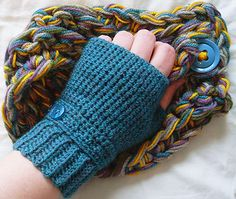 Seamless fingerless gloves (pattern by Cult of Crochet @ ravelry.com - about $1.59US)