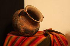 cuadros con vasijas de barro - Buscar con Google Clay Jar, Vases, Still Life Flowers, Mexico Art, Prophetic Art, Still Life Art, Fruit Art, Pottery Painting, Ceramic Art