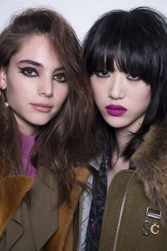 """Topshop beauty consultant Hannah Murray told us backstage. """"It's a little bit punky and a little bit sexy, with a nod to the Beauty Art, Beauty Women, Beauty Makeup, Hair Makeup, Hair Beauty, 80s Makeup, Runway Makeup, Beauty Girls, Beauty Shop"""