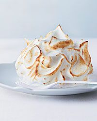 Coconut Baked Alaska with Pineapple Meringue Pastry chef Waylynn Lucas of Fonuts in Los Angeles uses xanthan gum to keep the meringue in her baked Alaska stable after she mixes it with pineapple puree. Meringue Desserts, Coconut Desserts, Coconut Recipes, Frozen Desserts, Just Desserts, Dessert Recipes, Frozen Treats, Meringue Food, Summer Desserts