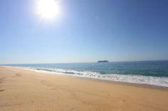 Help us keep our beaches clean, throw the trash in the cans. #EcoFriendly   www.sandos.com  Ayúdanos a mantener nuestras playas limpias, tira la basura en su lugar. #EcoFriendly