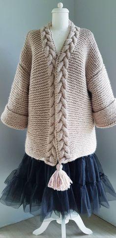 Chunky Knitting Patterns, Christmas Knitting Patterns, Vogue Knitting, Arm Knitting, Cardigan Plus Size, Cable Cardigan, Lang Yarns, Dress Gloves, Red Heart Yarn