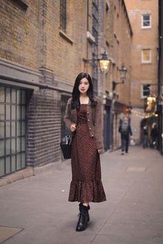 Korean Street Fashion, Tokyo Street Fashion, Korean Fashion Dress, Modest Fashion, Skirt Fashion, Fashion Dresses, Korean Outfits, Hijab Fashion, Mode Outfits