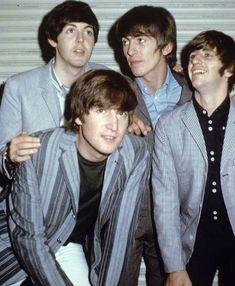 Paul McCartney, George Harrison, Richard Starkey, and John Lennon, Beatles The Beatles Help, Les Beatles, Beatles Lyrics, Beatles Band, Song Lyrics, John Lennon Guitar, Richard Starkey, Beatles Photos, Music Channel