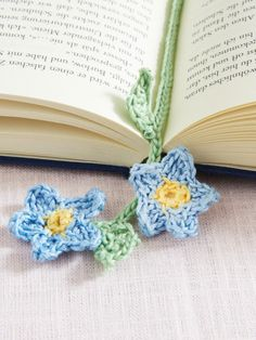 Diese kleine Häkelblume ist perfekt für Anfänger. Versuchen Sie sich an dem hübschen Lesezeichen, verschenken Sie es oder behalten Sie es einfach selbst.                                                                                                                                                     Mehr