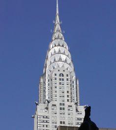 Coronamiento art déco del Edificio Chrysler en Nueva York, construido en 1928-1930