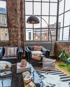 Europäische Wohnung, Regal Design, Loftwohnungen, Appartment Therapie,  Wohnzimmer Inspiration, Innenräume, Wohnzimer