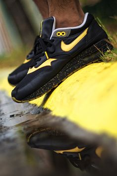 sweetsoles:    Nike Air Max 1 'Livestrong' (by msgt16)