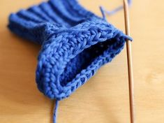 How to crochet booties from the top down ❥Teresa Restegui http://www.pinterest.com/teretegui/❥