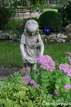 """Steinmädchen """"Victorian Girl"""" Antiksteinguss (winterfest) Garden Sculpture, Victorian, Outdoor Decor, Home Decor, Stone Sculpture, Sculptures, Stones, Decoration Home, Room Decor"""