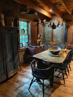 Primitive Fireplace, Primitive Dining Rooms, Primitive Furniture, Primitive Kitchen, Primitive Antiques, Primitive Country, Primitive Decor, Old Cabins, Colonial Kitchen