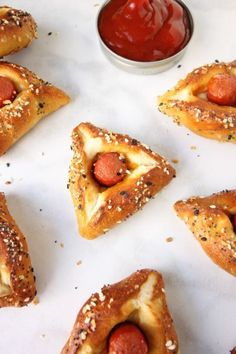Meaty Hamantaschen Recipes - Celebrate Purim with this awesome hot dog hamantaschen recipe. Jewish Recipes, Gourmet Recipes, Cooking Recipes, Easy Recipes, Hamentashen Recipe, Purim Recipe, Baking Soda Bath, Bagel Dog, Insects