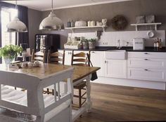 simple and fresh Kitchen Dinning, Cute Kitchen, Rustic Kitchen, Kitchen Ideas, Cocinas Kitchen, Decoration, Home And Living, Home Kitchens, Sweet Home
