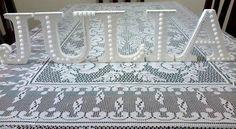 Letras para compor nomes <br>Ideais para decorar mesas de aniversário e qualquer ambiente. <br>Decorada com pedrinhas (stras) e perolas (bijus) <br>Preço por LETRA <br>Letra de madeira (mdf)- em 18mm - ficam em pé sem base como na foto.