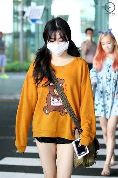 snsd, tiffany, and girls generation image Snsd Airport Fashion, Kpop Fashion, Korean Fashion, Girl Fashion, Snsd Tiffany, Tiffany Hwang, Girls' Generation Tiffany, Girls Generation, Seulgi