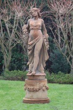 Vizenza vrouw met guirlande 99 Elmo, Garden Sculpture, Statue, Outdoor Decor, Garland, Sculptures, Sculpture
