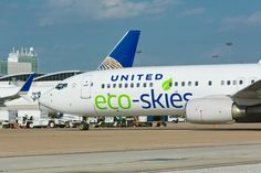 United Airlines has become the first US airline to invest in biofuel, and will soon be flying around the world powered by completely renewable jet fuel. Alternative Power Sources, Alternative Energy, Waste To Energy, Fly Around The World, Aviation Industry, United Airlines, Long Haul, Air Travel