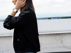 OUTFIT: Bomberjacke & destroyed Mom Jeans - herzmelodie