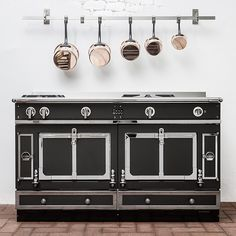 The La Cornue Le Chateau range is available in over configurations and a unique vaulted oven producing outstanding results in the kitchen. Decor, Kitchen Inspirations, Cool Kitchens, La Cornue, Home Decor, Range Cooker, Miniature House, Cooking Range, Kitchen Appliances