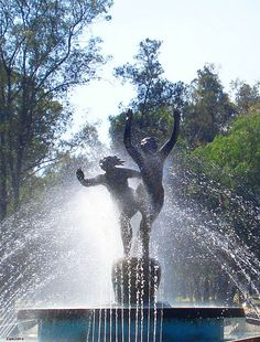 Fuente de las Ninfas - Nymphs fountain Located in the second section of Chapultepec Park.   (by lanzero, via Flickr)
