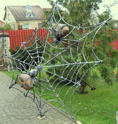 Blacksmith light fixture cobweb with the 2 spider Welding Art, Welding Projects, Metal Artwork, Metal Wall Art, Metal Sculpture Artists, Painting Shower, Metal Garden Art, Scrap Metal Art, Cecile