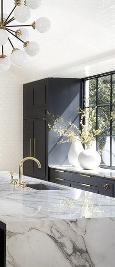Luxury Kitchen Design, Interior Design Kitchen, Navy Kitchen Cabinets, Dark Cabinets, Kitchen Backsplash, Marble Kitchen Countertops, Dark Counters, Countertop Decor, Pantry Cabinets