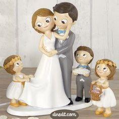Original figura para pastel de tarta Pop & Fun novios con niña. Dale ese protagonismo que merece al más pequeño de la casa en el momento más dulce de la boda.