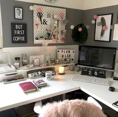 desk decor for work cubicle ▷ 1001 + ideas and ways to spruce up your cubicle decor Work Cubicle Decor, Work Desk Decor, Office Space Decor, Study Room Decor, Office Workspace, Home Office Design, Bedroom Decor, Cubicle Ideas, Office Cubicle Organization
