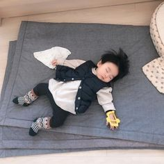 Image may contain: one or more people and shoes Cute Asian Babies, Korean Babies, Asian Kids, Cute Funny Babies, Cute Baby Boy, Cute Little Baby, Little Babies, Cute Kids, Cute Chinese Baby