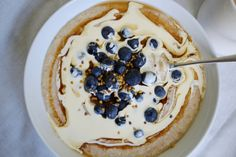 'Power' porridge topped with Oatly 'cream', blueberries and bee pollen.