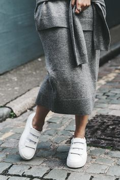 London_LFW-Sandro-White_Sneakers-Grey_Look-Midi_Skirt-Outfit-Street_Style-Chanel_Vintage_Bag-3