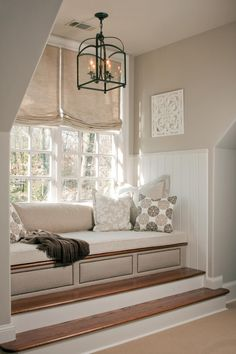 Bay window ideas will help you to enjoy the area around your bay window curtains and bay window treatments. Find the best bay window for 2018 and transform your bay window seat space! Home Design, Home Interior Design, Exterior Design, Interior Decorating, Design Hotel, Diy Interior, Scandinavian Interior, Luxury Interior, Modern Interior