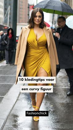 Model | Ashley Graham | style | streetstyle | yello dress | heels | new york | jacket | girl | woman | plus size | buy now | style | styling | brunette | bob line Ashley Graham Style, Brunette Bob, Girl Tips, Dress And Heels, Curvy, Street Style, Dresses, Women, Gowns